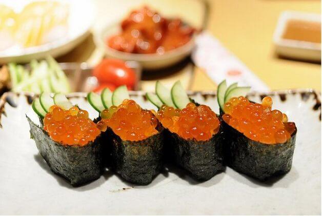 Sushi trứng cá chuồn rất được yêu thích